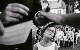 bague au doigt enfant mariage portrait